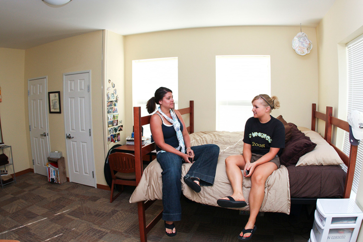 student-life-students-in-room-sheridan-college-wyoming